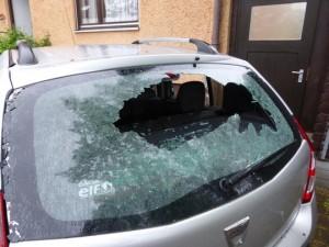 Alle Scheiben des Autos wurden zerstört ©Privat